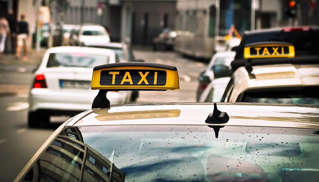 taxi-1515420_1280